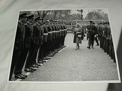 9.5 x 8 ROYALTY PRESS PHOTO - QUEEN MOTHER RAF ROYAL ALBERT HALL - ABINGDON