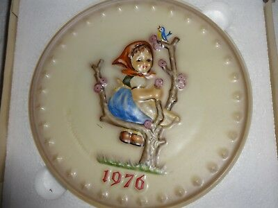 Vintage Goebel Hummel Annual Plate 1976 in bas relief Girl In Tree Plate