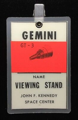 Gemini 3 /  Gemini-Titan Gt-3 Laminated Viewing Stand Badge ( Grissom & Young )