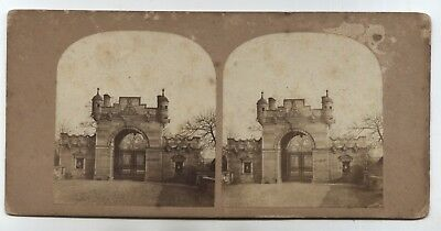 vue pour stereoscope Castle in Scotland ? near Holyrood ? stereoview