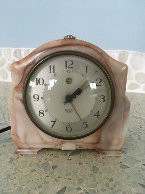 Vintage Smiths Art Deco Bakelite Electric Alarm Clock