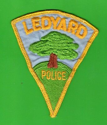 CONNECTICUT - Vintage - Ledyard Police Patch