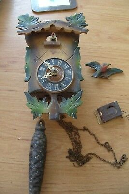 cuckoo clock   WORKS  CLOCK WOODEN FOR REPAIR  OR  SPARES