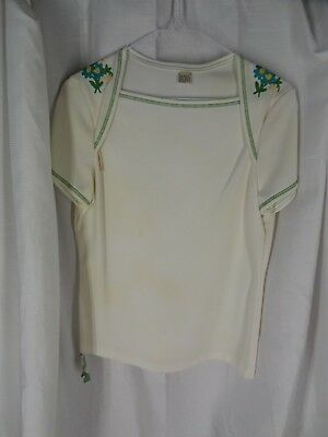 Vintage Estate Women short sleeves cream w/embroidered floral on shoulder 11-12
