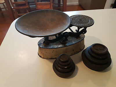 Vintage Old Domestic Use Kitchen Scales And Weights