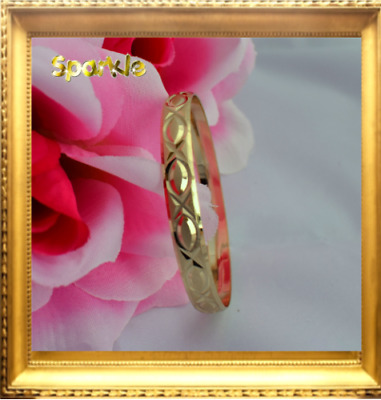 Beautiful Elegant Baby Girl Gold Bangle Bracelet Dimond Cut. 0 - 9 months