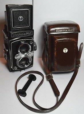 Yashica-Mat 6X6 format 120 TLR camera & leather case - Good working order