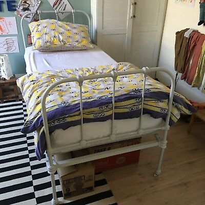 Victorian Wooden Bed - Single