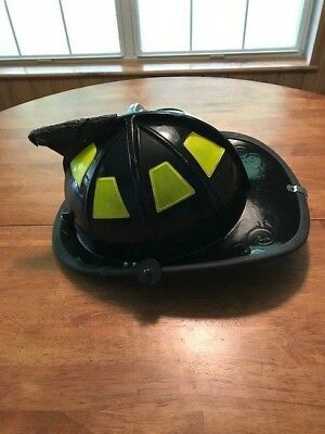 Cairns Model 1010 Fire Helmet With Goggles