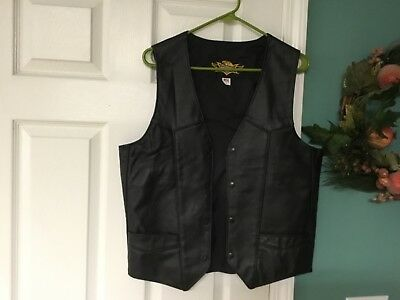 Men's Universal Rider Black Leather Vest Biker Motorcycle Lined Snaps M (CON15)