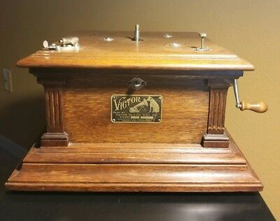 Victor Phonograph iii SOUGHT AFTER MODEL