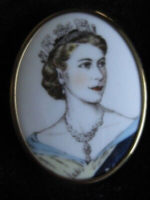 Royal Tour 1953 - 1954 Hand Painted Broach ?? Royal Worchester (E11R) Bone China