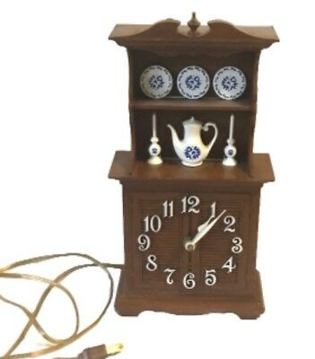 Vintage Spartus Wall Clock China Cabinet Kitchen Hutch W Blue Willow Dishes