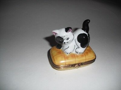 Peint Main Limoges Adorable Black and White Spotted Cat Trinket Box