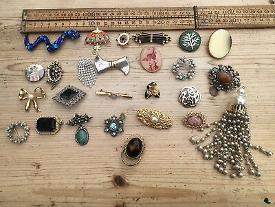 A Large Lot Of Vintage Brooches, Nice Designs