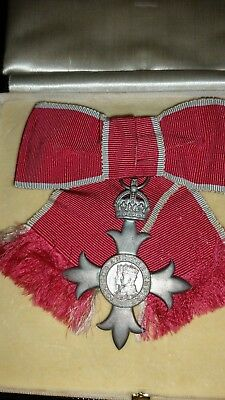 MBE medal ladies bow in offical case