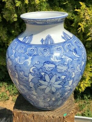 Antique Vintage Beautiful Blue & White Chinese Oriental Decorative Vase *