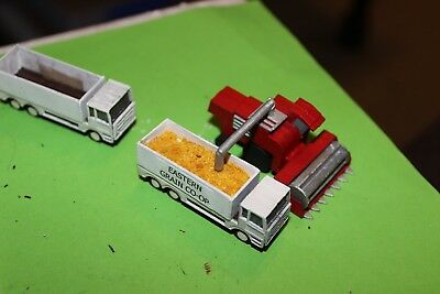 N scale Wheat Harvester with two Tipper grain Trucks - MDF kit scenery items