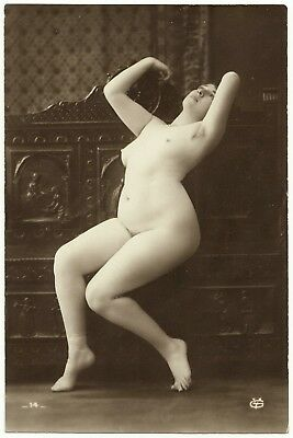 1910 Original French Real Photo PC Nude Girl Voluptuous Beauty