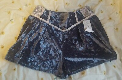 river island blue crinkle velvet shorts with white lace / uk size 16
