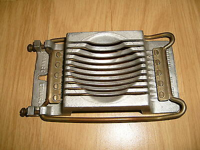 1 Coupe  Œuf  Dur en Tranche - Ancien - Rod - Made in France - S.G.D.G.