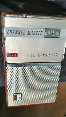 Vintage( CHANNEL MASTER ) all transistor red+gold radio great shape made in 1960