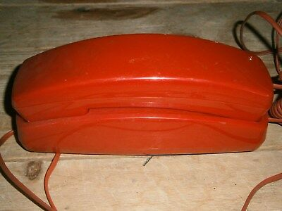 Telephone Rouge  A Touches Vintage