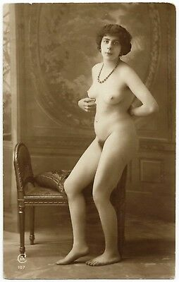 1910 Original French Real Photo PC Nude Girl Voluptuous Beauty Posing