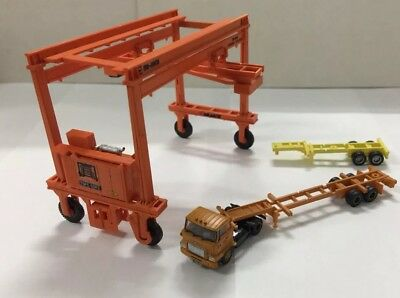 N Scale Walthers Mi-Jack TOFC & ContainerCrane & Tractor & 2 Container Trailers.