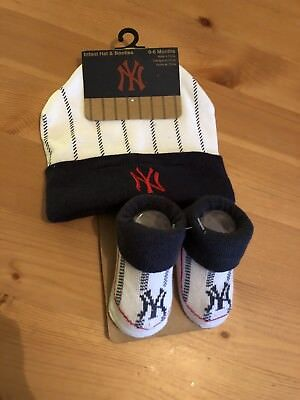New York Yankees 0-6 Months Hat And Sock Set