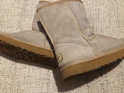 Womans Size 4 Beige Ugg Boots