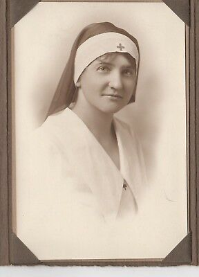 Antique Photograph Of A Wwi Nurse In Uniform/habit With Folder In Excellent Cond