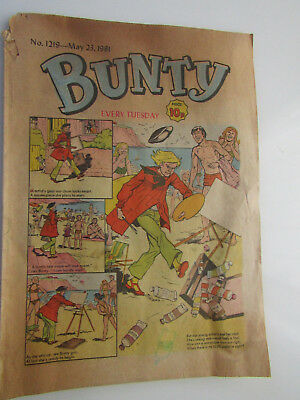 Vintage BUNTY Girls Comic No 1219 from May 23rd 1981 / cut-out wardrobe on back