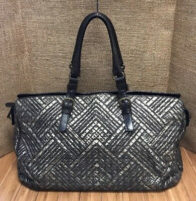 a2853e8cdbee BOTTEGA VENETA Limited Edition Lavorazione Fatta a Mano Woven Leather  Handbag