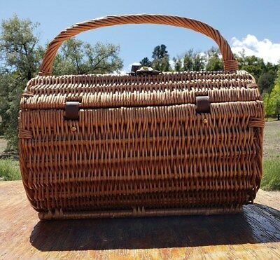 Cylinder Wicker Lined Picnic Basket 2 Setting Plates Wine Glass & Silverware