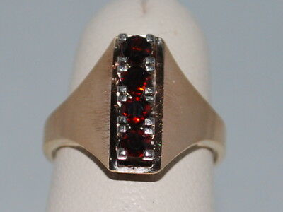 14kt Gold ring with Garnets(January birthstones) and a beautiful design