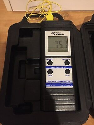 Preowned Fisher Scientific Type K Thermocouple Thermometer Digital w/case
