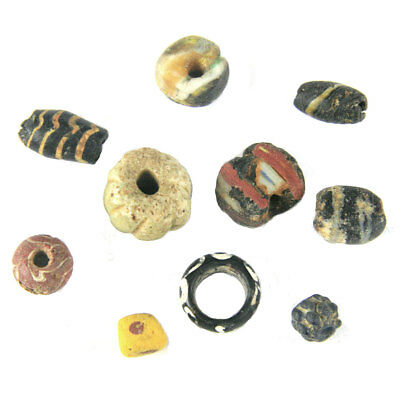 A group of 10 Middle Kingdom to Mamluk Period, glass and faïence beads e4788
