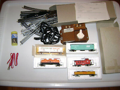 unknown Bachmann N Scale Train Set w/track lot, power, 5 cars / caboose, etc.