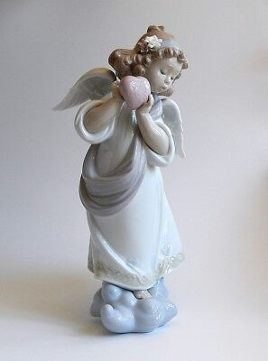 2002 Lladro LOVE IN THE WORLD Angel Cherub Heart Figurine Statue #6870 - MIB