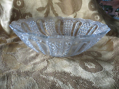 """Early American Pattern Pressed Glass EAPG McKee Feather 9"""" Round Bowl Scalloped"""