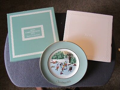 """Avon Christmas Plate 1975 """"Skaters on the Pond"""" New in Original Package NIB"""