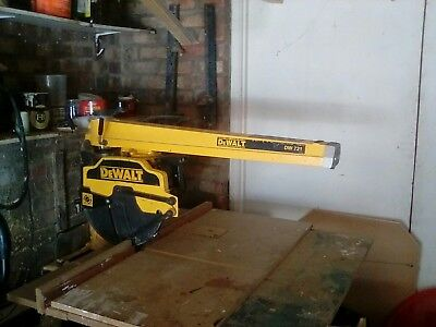 Dewalt radial arm saw. DW721 model,