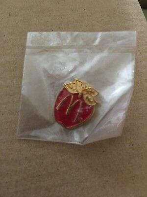 vintage mcdonalds Lapel Pin Apple