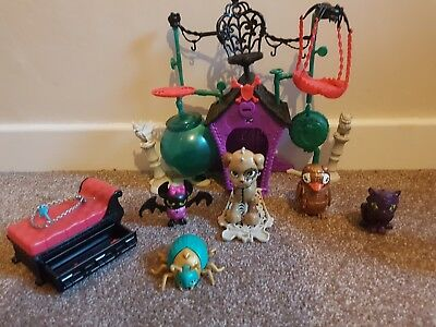 Monster High - Secret Creepers Crypt Playset - Plus Extra Pets