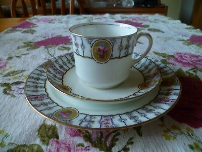 Lovely Vintage / Antique  Aynsley English China Trio Tea Cup Saucer Roses 4192