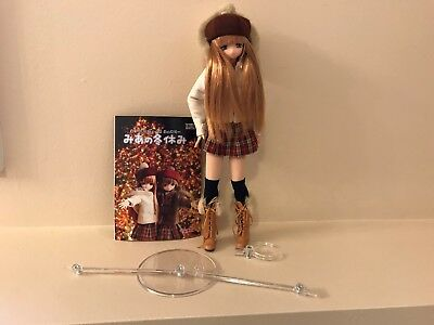 Family Mia Winter Vacation Fashion Doll Azone International 1/16