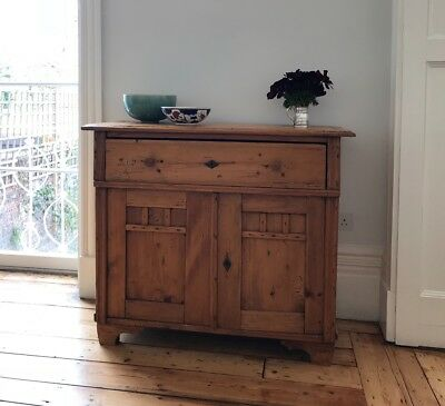 Early 20th Century Russian pine dresser with cupboard