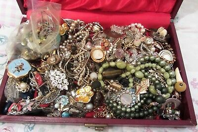 Huge lot of jewellery, vintage costume jewellery, jewelley box, mixed