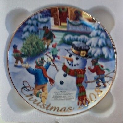 2008 AVON Exclusive Collectible Plate Winter Memories - Christmas 22K Gold trim